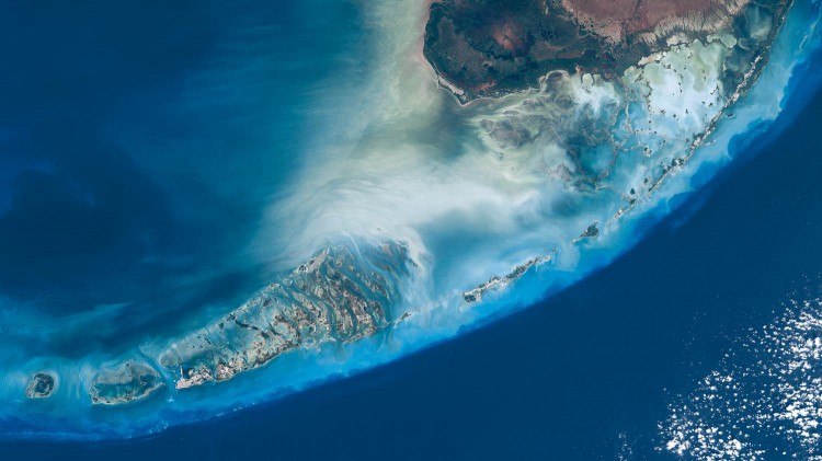 The Florida Keys are a coral cay archipelago that extends southwestward from the tip of Florida.