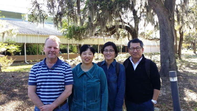 NOAA/NCCOS scientists Drs. Doucette and Wang (left) with Korea Institute of Ocean Science & Technology scientists Drs. Hong and Shim (right), at the CCEHBR Laboratory. (Credit G. Doucette NOAA)