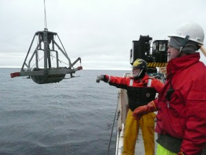 Ian Hartwell and Mark Bradley retrieving a Smith McIntyre grab sampler on the NOAA RV Ron Brown in the Arctic Ocean.