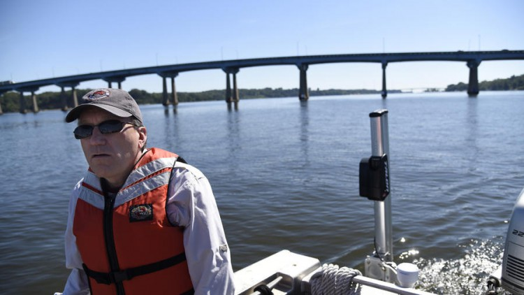 Rob Magnien of NCCOS, along with biologists from the Maryland Department of Natural Resources, participates in a September 2015 field study to measure underwater grass beds in the Severn River, MD. Credit Barbara Haddock Taylor, The Baltimore Sun