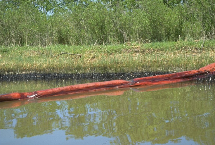 photo of Oil spill in marsh, Port Neches, Neches River, Texas, April 22, 1993